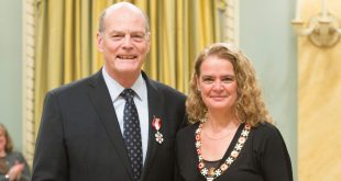Mac Evans receiving the Order of Canada from Governor General Julie Payette. Credit: Sgt Johanie Maheu, Rideau Hall, OSGG.
